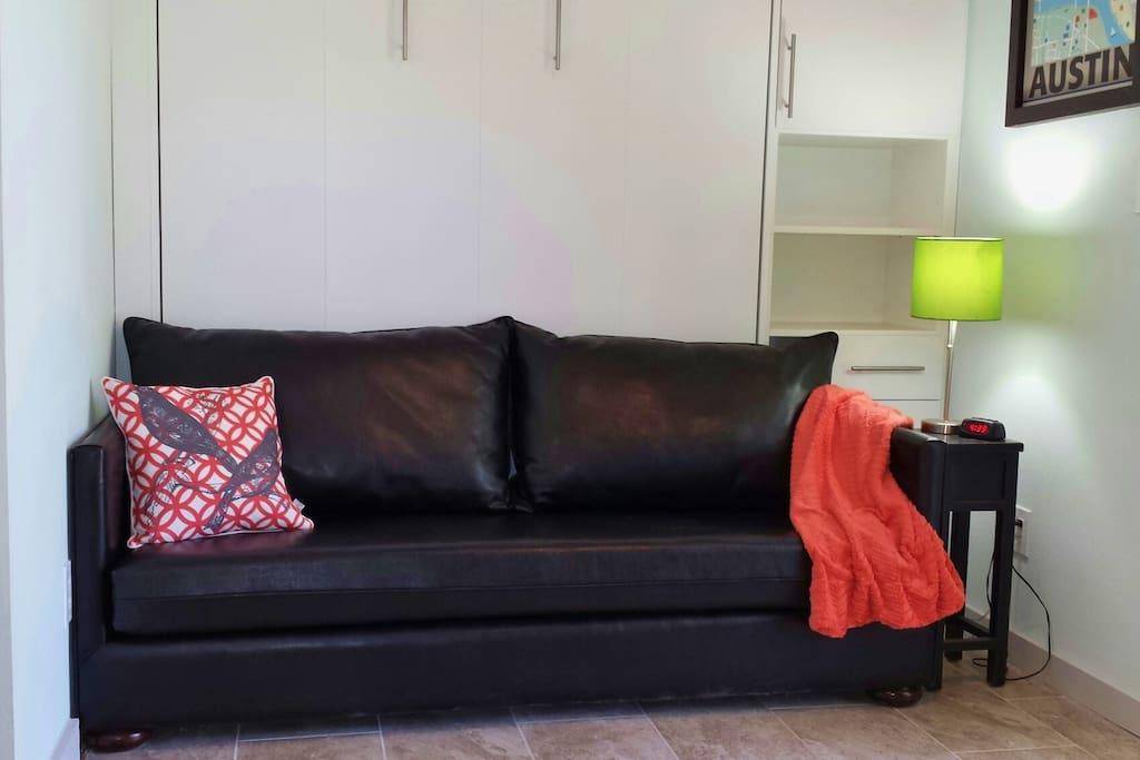 Black leather sofa by da