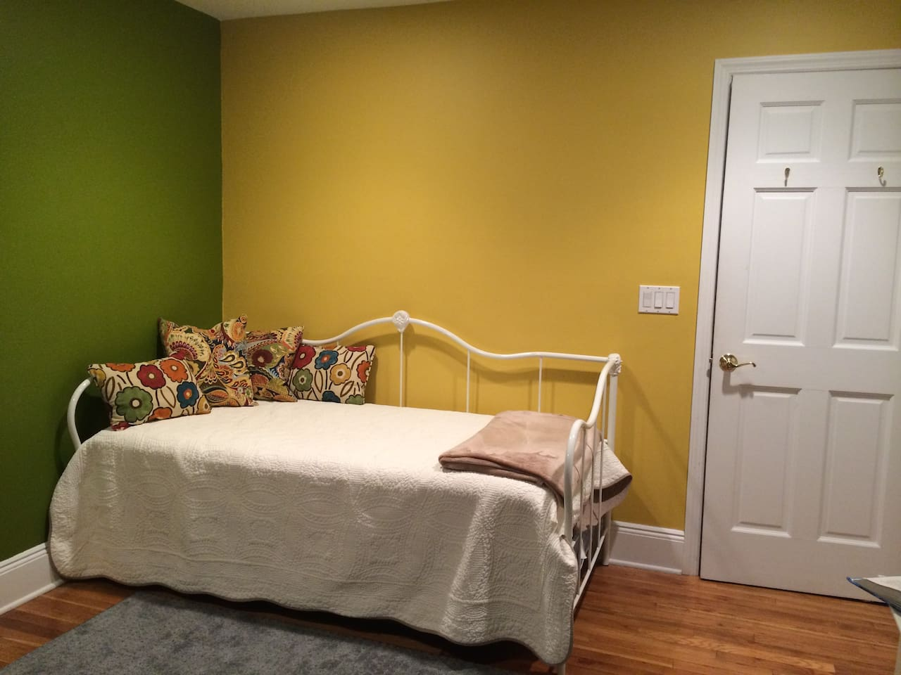 Great Green Guestroom