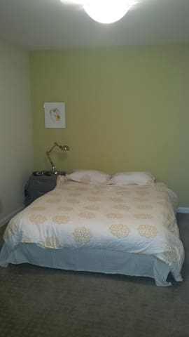 Quiet Bedroom In Central Location