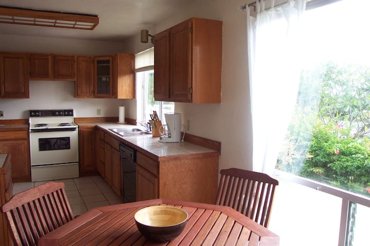 This apartment has a full kitchen completely equipped. Refrigerator, range and oven, microwave, dishwasher, washer and dryer too.