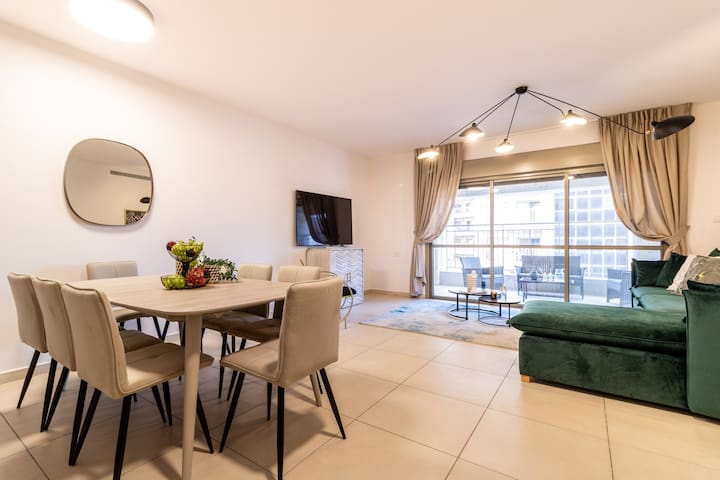 Stylish 3 Bedrooms/Parking At City Gate