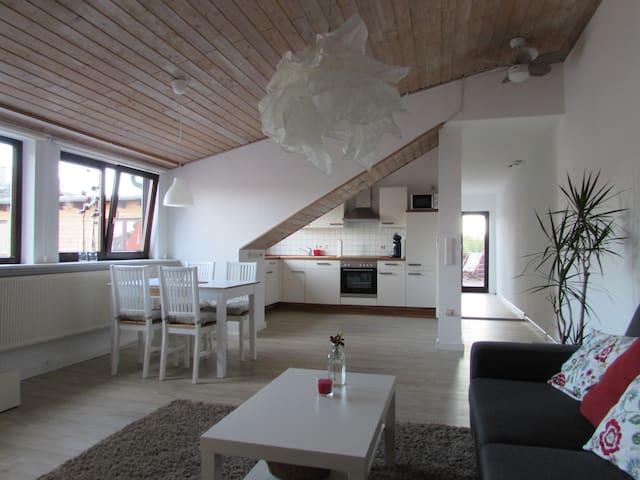 Modernes 95m² Appartement mit Dachterrasse - Lovo - Kassel - Apartament