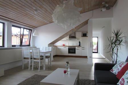 Modernes 95m² Appartement mit Dachterrasse - Lovo - Κάσελ - Διαμέρισμα