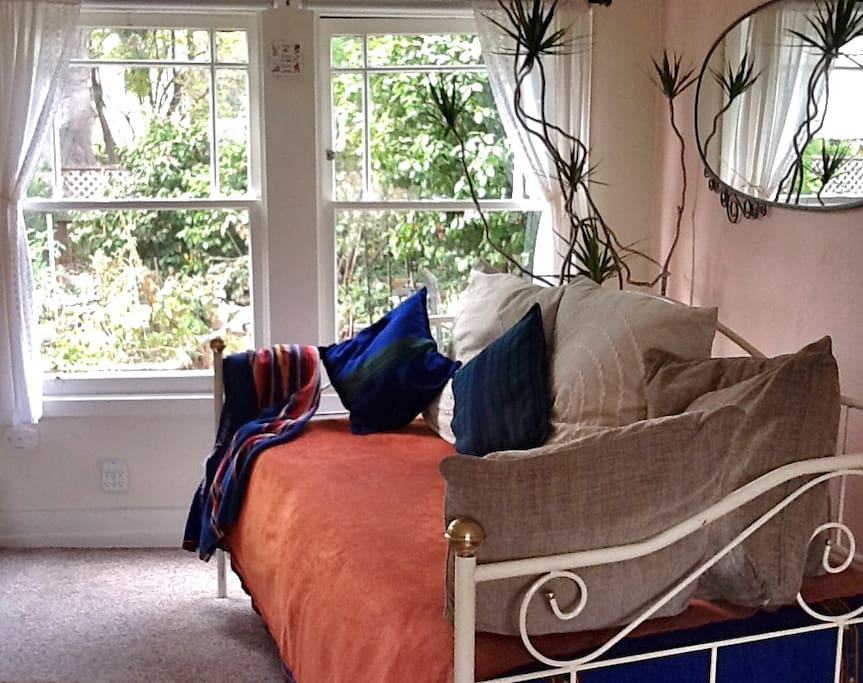 Trundle Bed, and back garden view