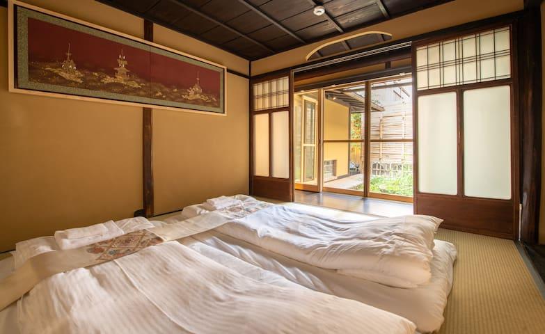 一层和式卧室 The first floor Bedroom with tatami futon