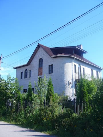 Квартира-студия в коттедже  - Новосаратовка - Bed & Breakfast
