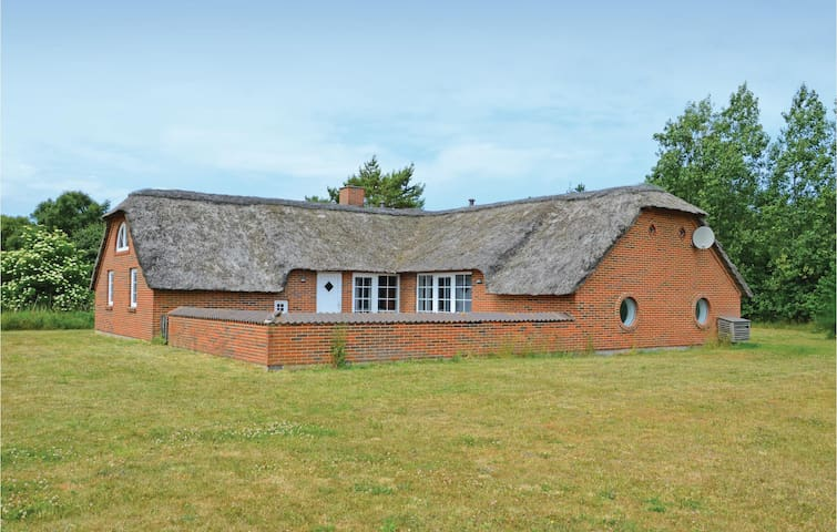 Holiday cottage with 5 bedrooms on 190m² in Ringkøbing