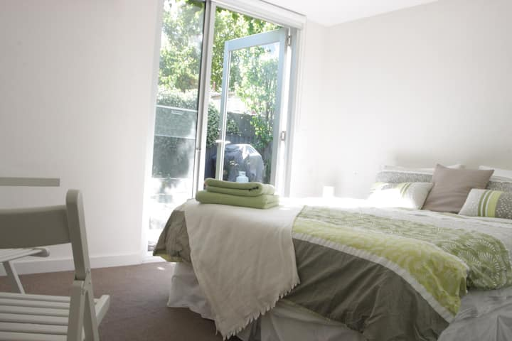 Separate Studio Bedroom & En suite