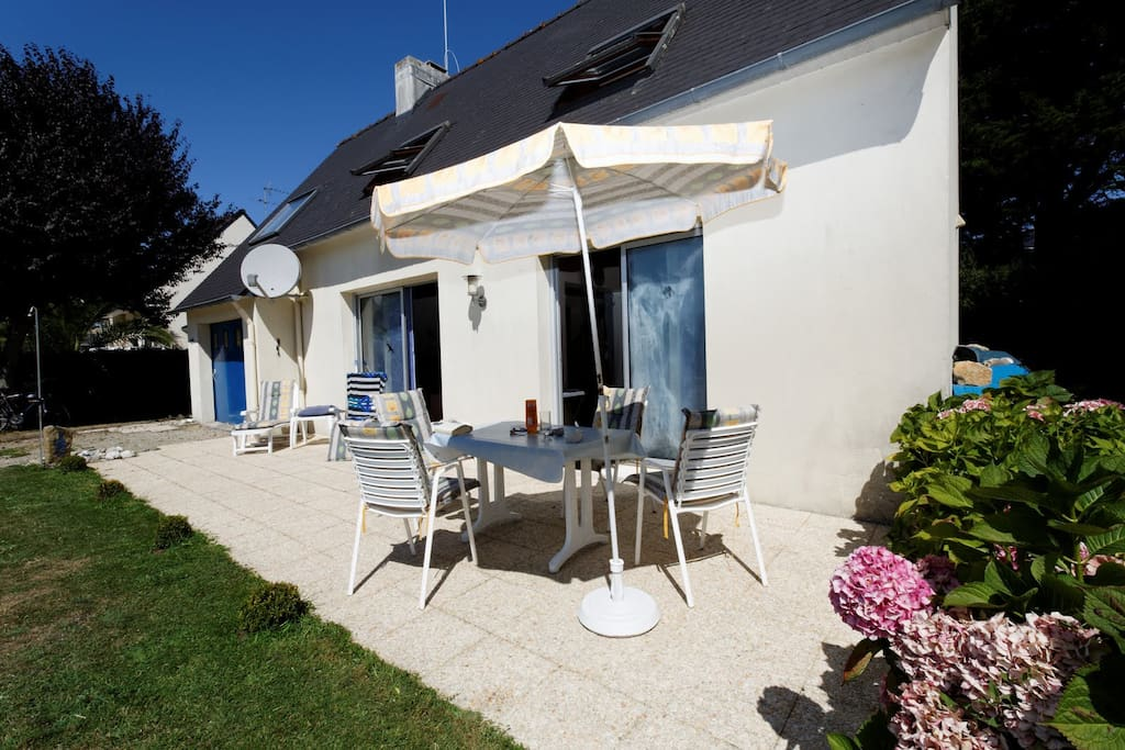 Terrasse: Frühstück in der Sonne und Barbecue am Abend