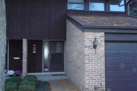 Two Bedroom Glenview Townhouse Furnished 1.5 baths - Glenview - Townhouse