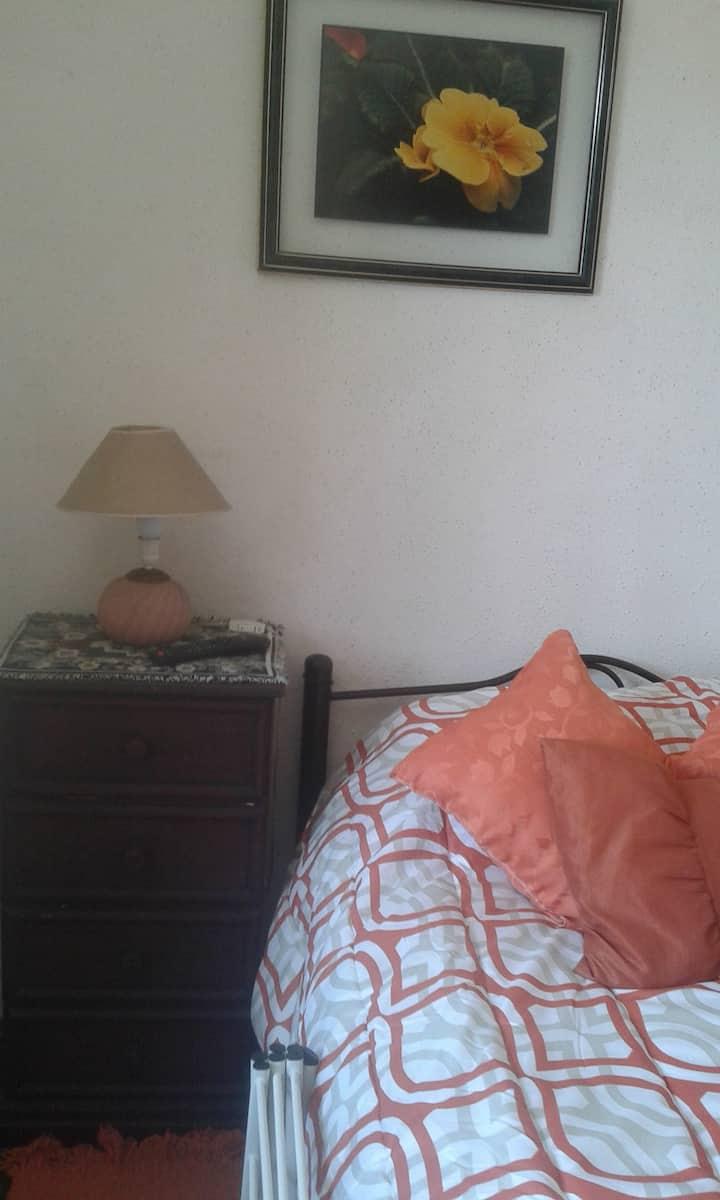 Casa acogedora ofrece: Pieza n°1 Morada