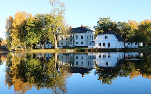 Susannas underbara herrgård med egen sjö