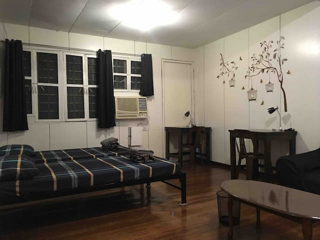 1BR(#2) in a quiet & safe place near UP, Maginhawa