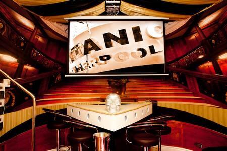 Liverpool Titanic Apartment Boat! - Liverpool