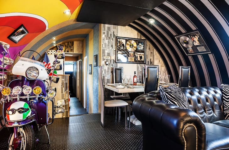 Board The Beatles Apartment Boat! - Liverpool - Boat