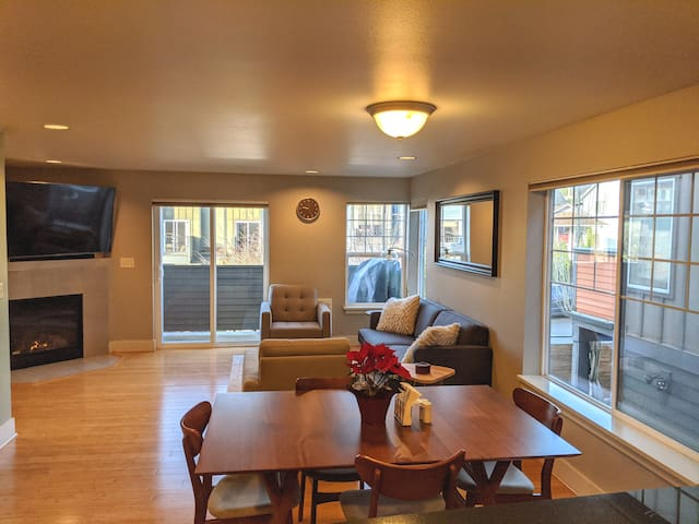 3 BR Townhouse with Lots of Natural Light
