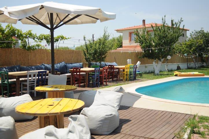 Urla Surf House - Urla - Penzion (B&B)