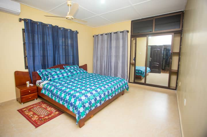 Comfortable Modern Bedroom in Com.20  Near Spintex