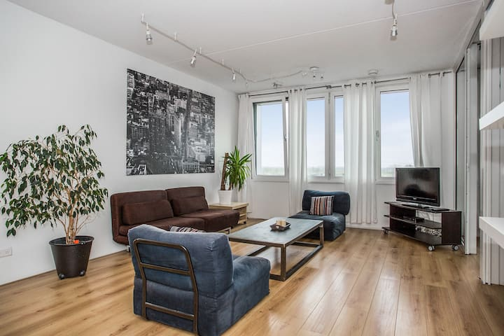 BIG 2.5BR PENTHOUSE + PARKING CLOSE TO CENTER - Amsterdam - Apartment