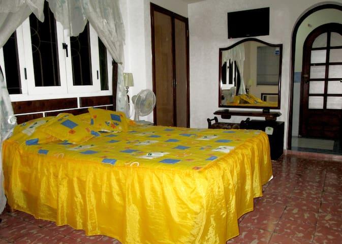 CASA PARTICULAR HOSTAL BAYAMO, EN BAYAMO,CUBA