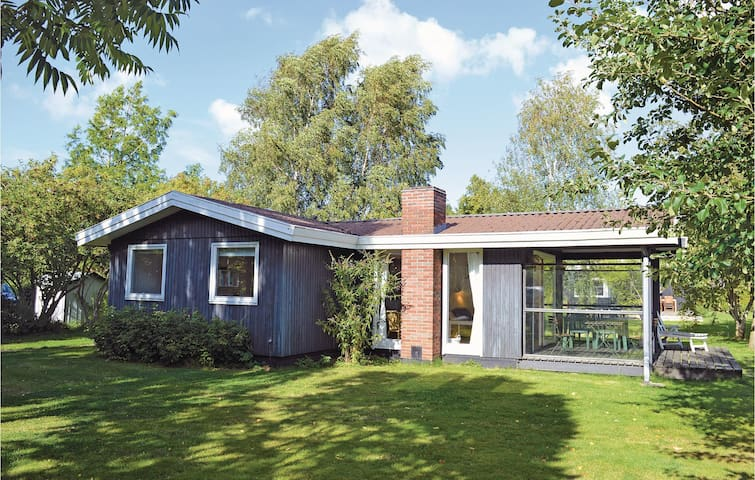 Holiday cottage with 3 bedrooms on 66m² in Dronningmølle