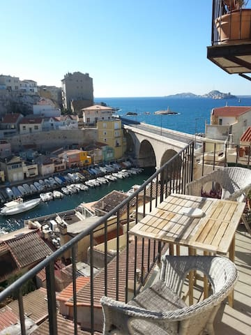 Room available in Vallon des Auffes - Marselha - Apartamento