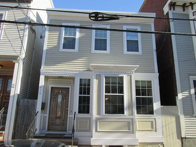 Single-family 2BR in S. Boston! - Boston - Ház