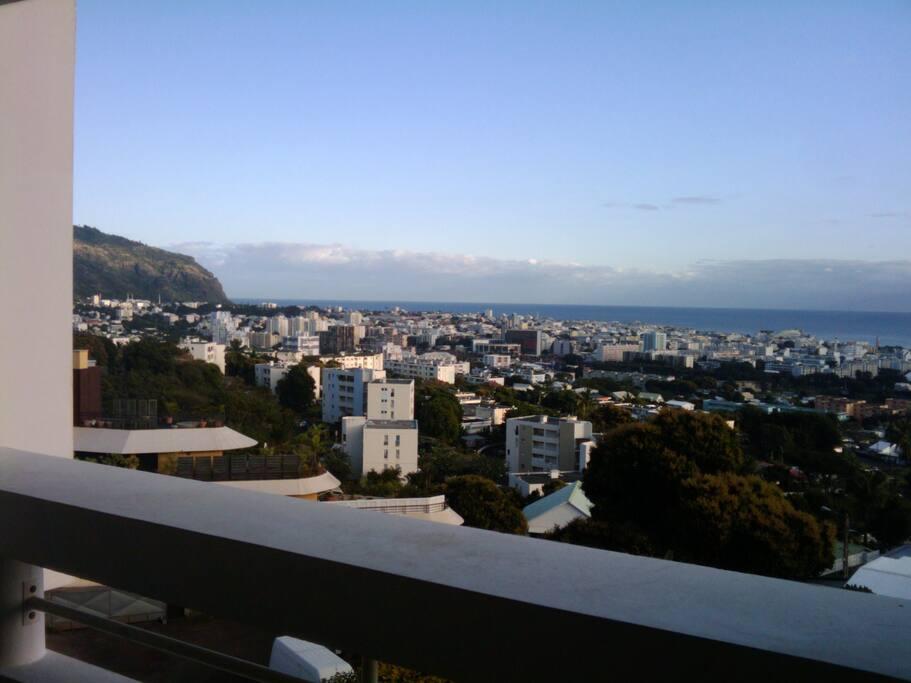 vue imprenable sur St-Denis et l'Océan Indien