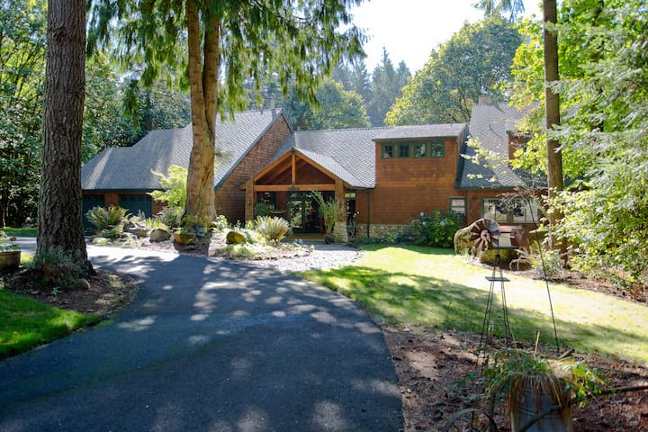 Secluded Lodge Near the City - Oregon City - Hus