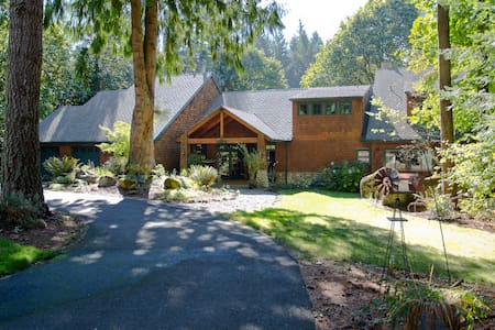 Secluded Lodge Near the City - Oregon City - House