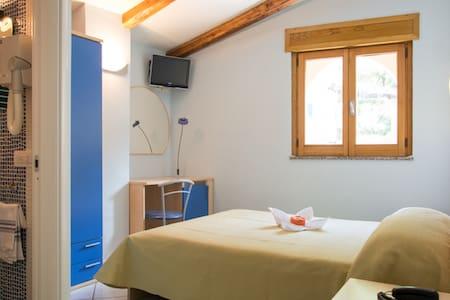 Minihotel IRIS - ไมโอริ - ที่พักพร้อมอาหารเช้า