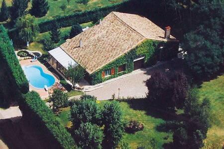 Villa du Hibou: Spacious Rustic Gîte, Private Pool