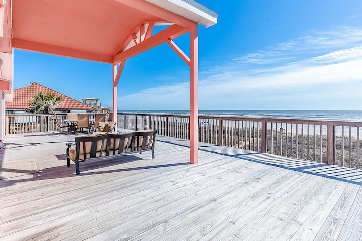 Dog-Friendly oceanfront home w/ panoramic views