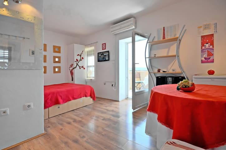 "Seafront Studio Apartment ""Red"""
