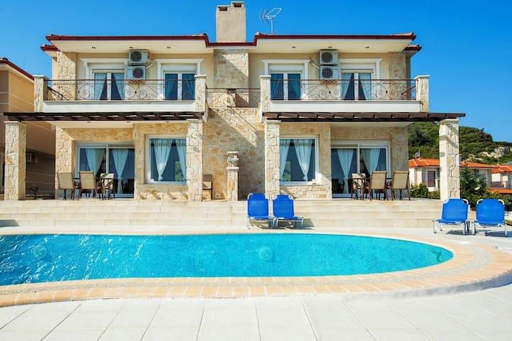 Modern villa in Greece.5 bedrooms with a pool - Pefkochori - Haus
