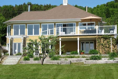 Ocean Breeze: Nothing between the water and you - La Malbaie - Haus