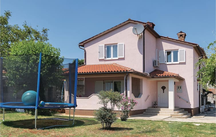 Holiday apartment with 3 bedrooms on 81 m² in Marcana