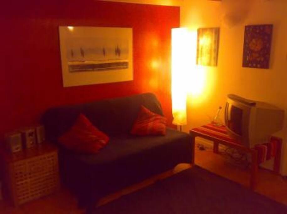 Angolo living con divano letto 1 piazzae mezza al I livello