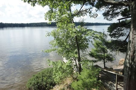 Lakeside Muskoka cottage- Bala - Muskoka Lakes