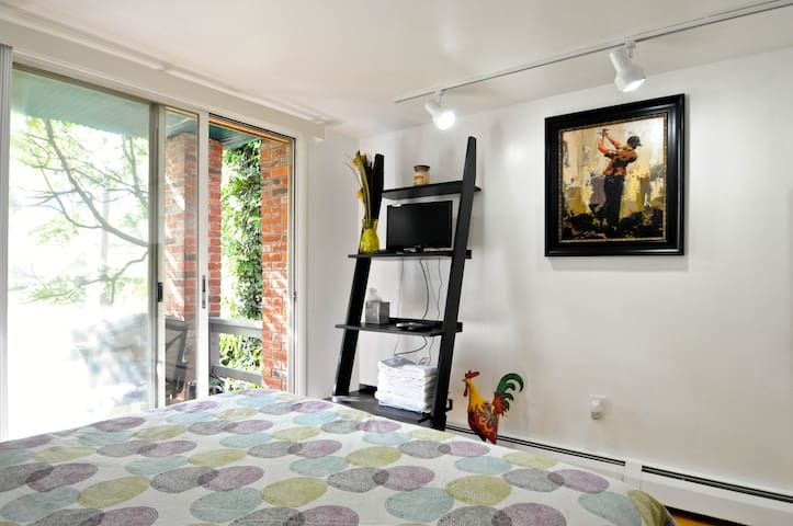 Charming Historical 2 -  Studio with Balcony - Philadelphia - Apartment