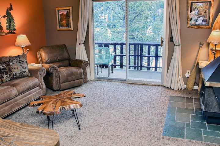 One bedroom condo minutes from  National Park, and downtown Estes Park