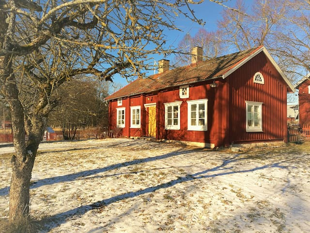 Swedish countryhouse, very close to Örebro City - Örebro - Oda + Kahvaltı