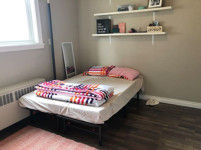 Cute and Cozy Studio Apartment close to downtown!