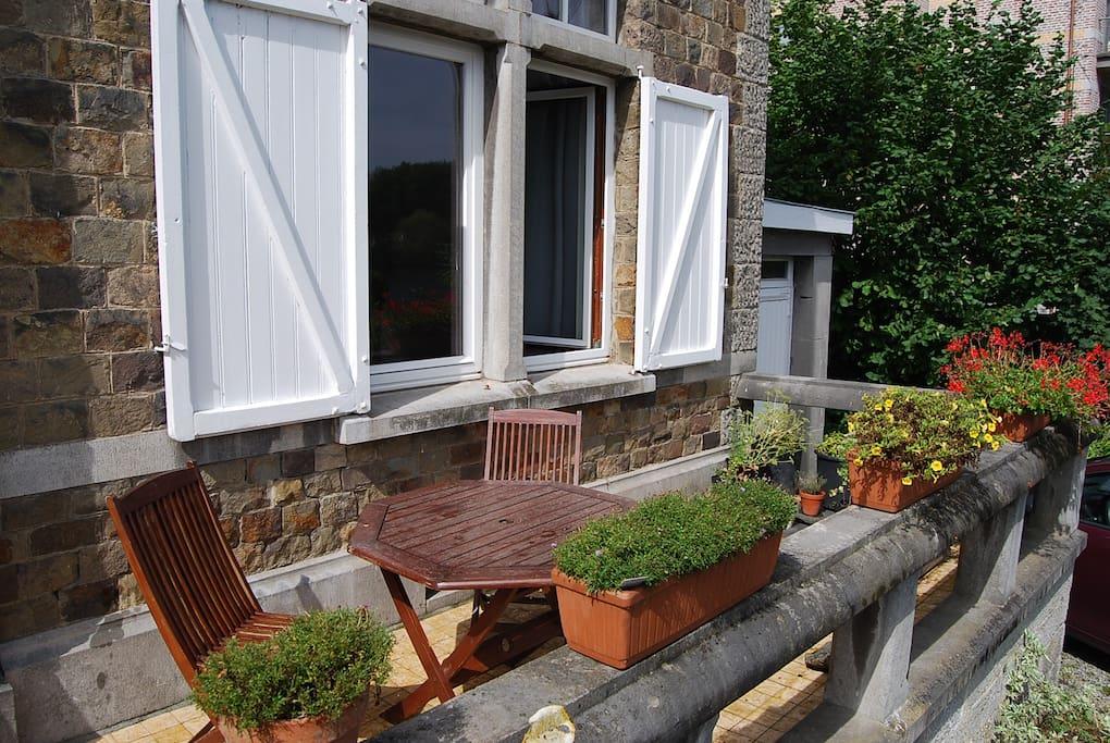 Terrasse avec vue sur la Meuse