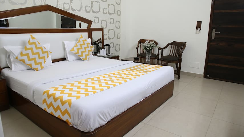 Comfy Affordable stay near Railway Station, P
