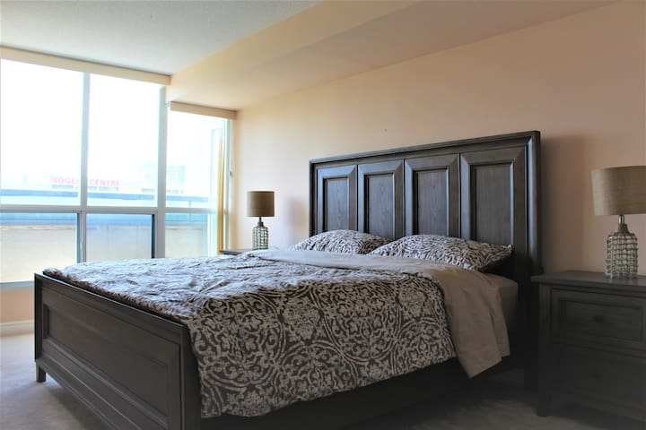 Central Location,2Bdrm,Amazing View! Parking incld