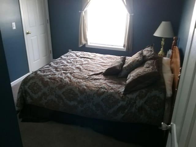 Blue Bedroom - Queen