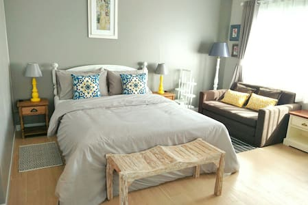 Enchanted comfy fully-furnished studio near CMU - Apartamento