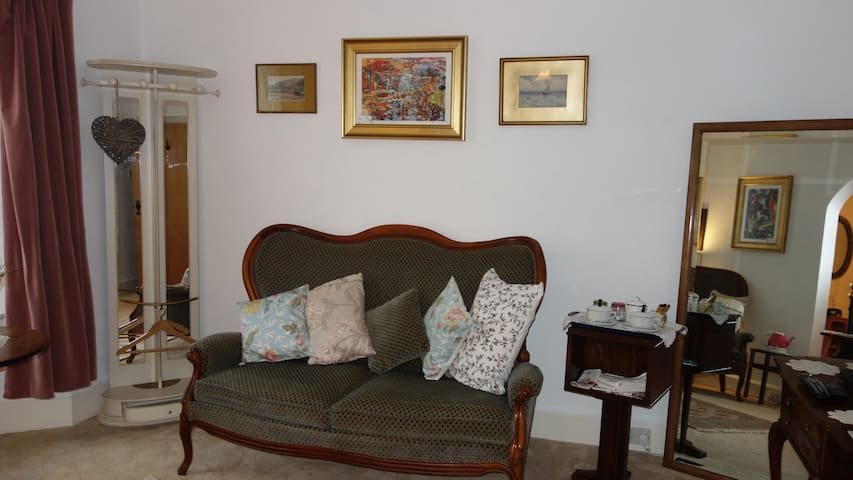 Holne House ~ Spacious Suite of Double Rooms