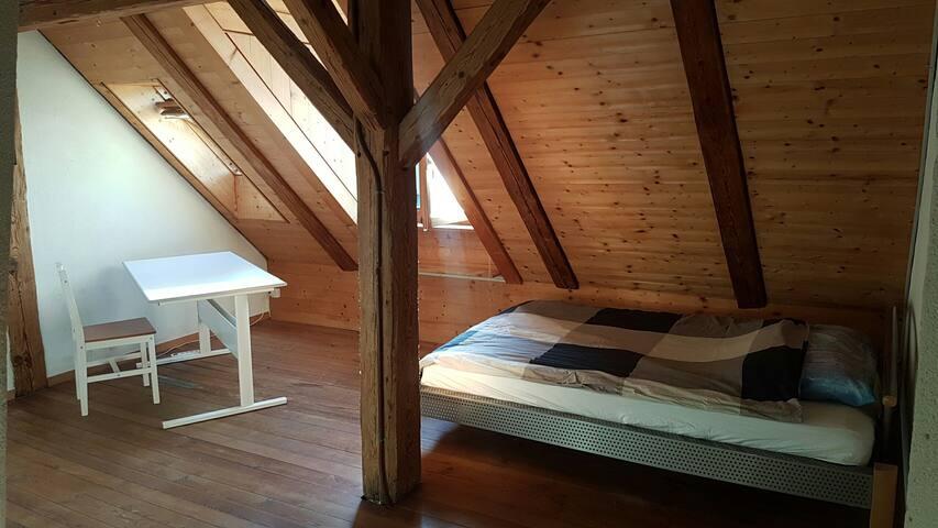 Attika-Zimmer in Wohngemeinschaft - 2.St.L